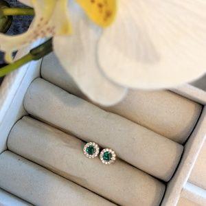 Jewelry - Gold studs with diamonds